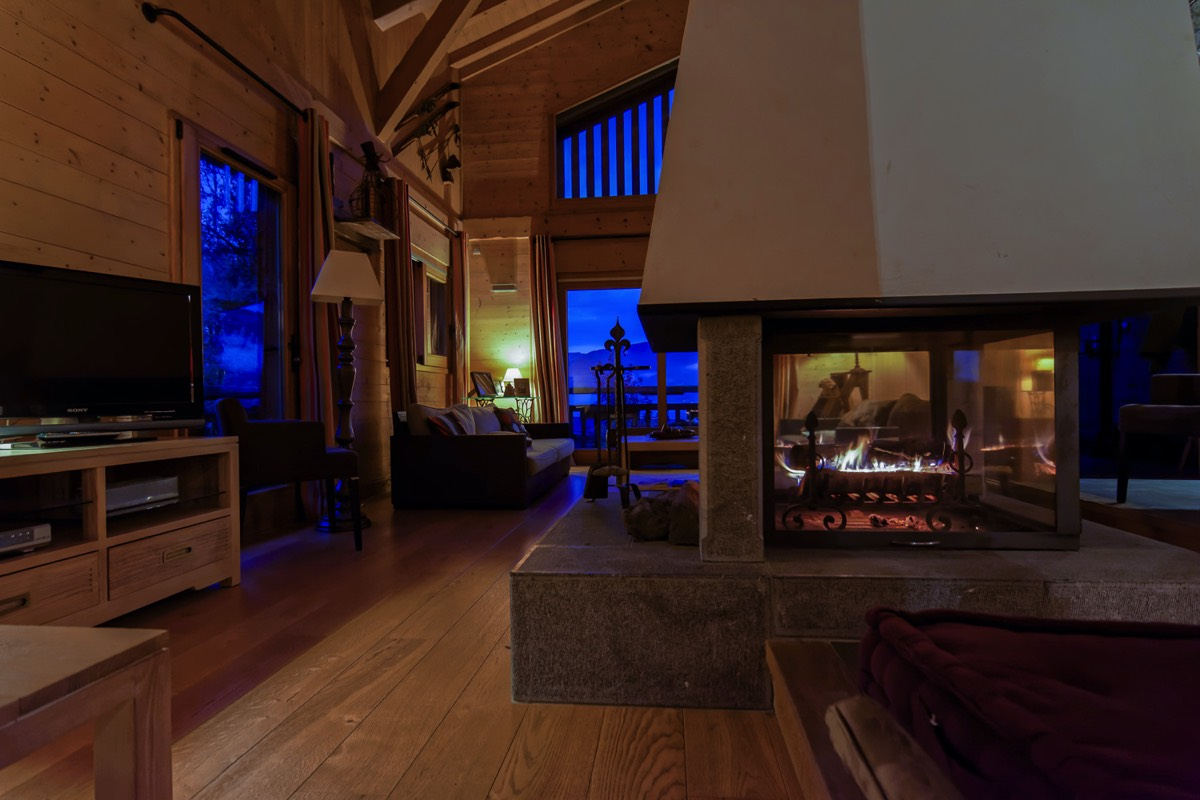 Atmosphere fireplace at the chalet Perla de Na