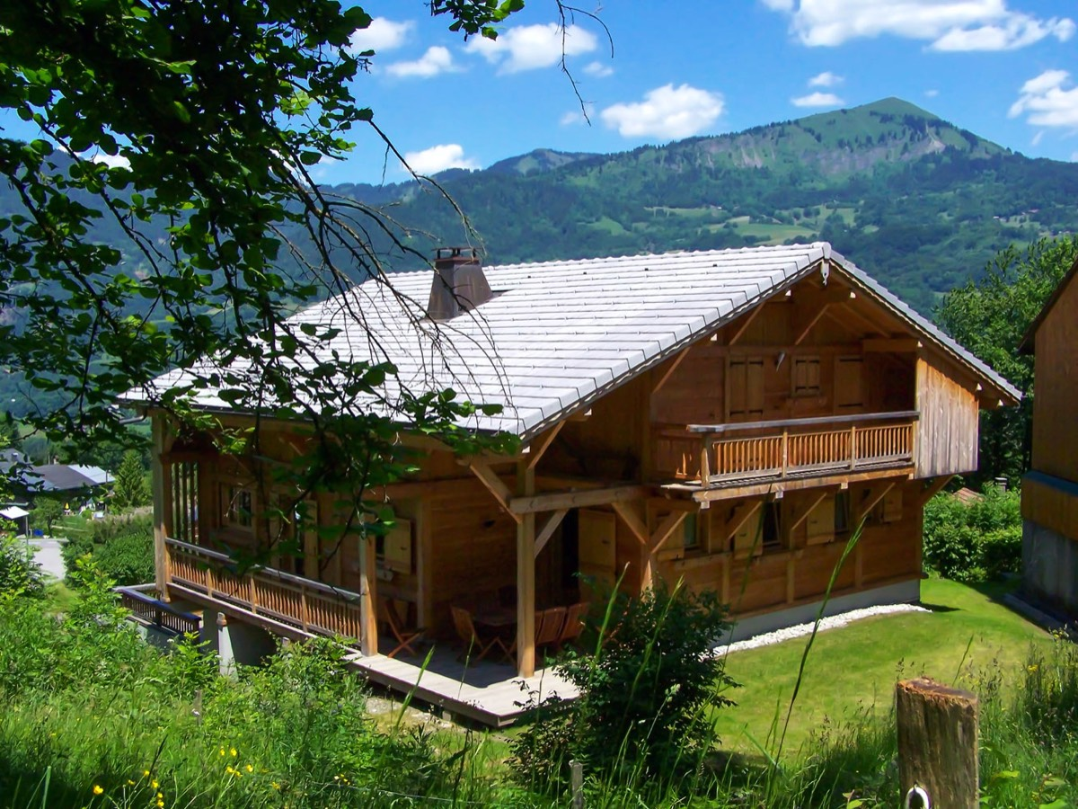 The chalet Perla de Na in summer
