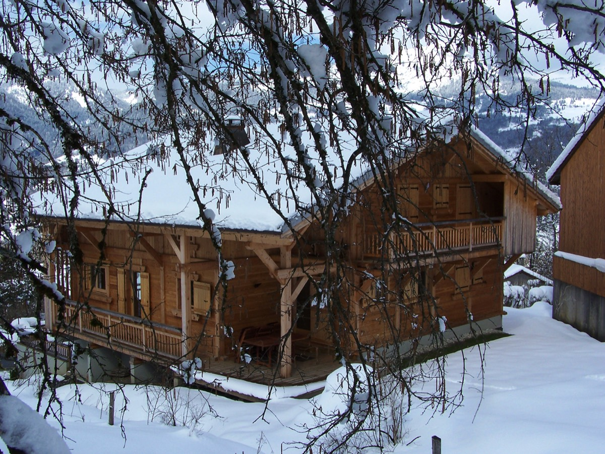The chalet Perla de Na in winter